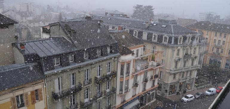 Vue de la fenêtre + neige