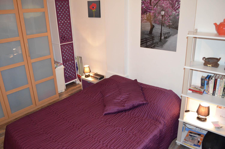 louer une chambre lit double aix les bains dans un meubl. Black Bedroom Furniture Sets. Home Design Ideas