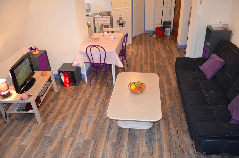 Coin salon studio meublé aix